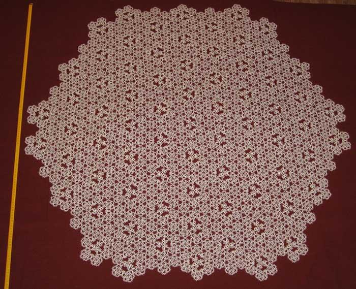 Скатерть белого цвета диаметр